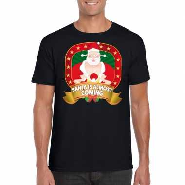 Foute kerst t shirt santa is almost coming voor heren