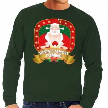 Foute kersttrui groen santa is almost coming voor heren