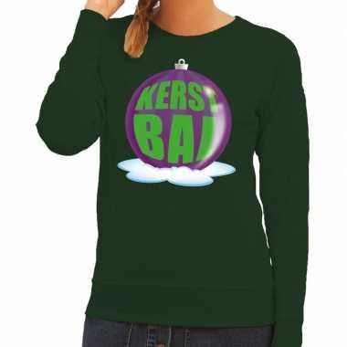 Foute kersttrui kerstbal paars op groene sweater voor dames