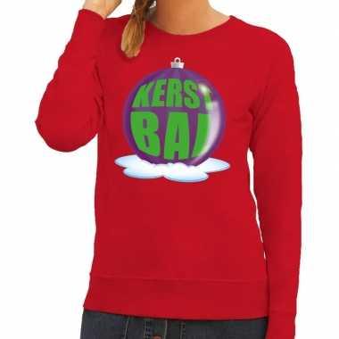 Foute kersttrui kerstbal paars op rode sweater voor dames